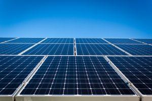 montaż paneli solarnych