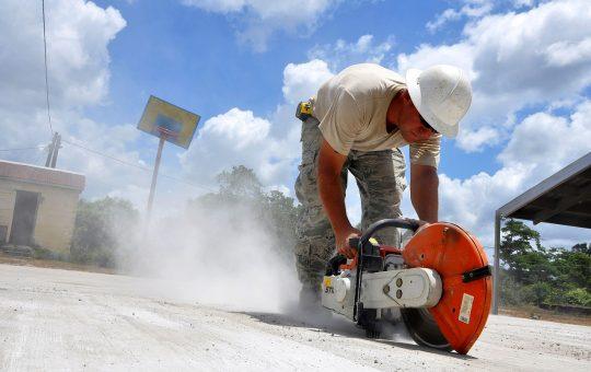 Przecinanie betonowych elementów