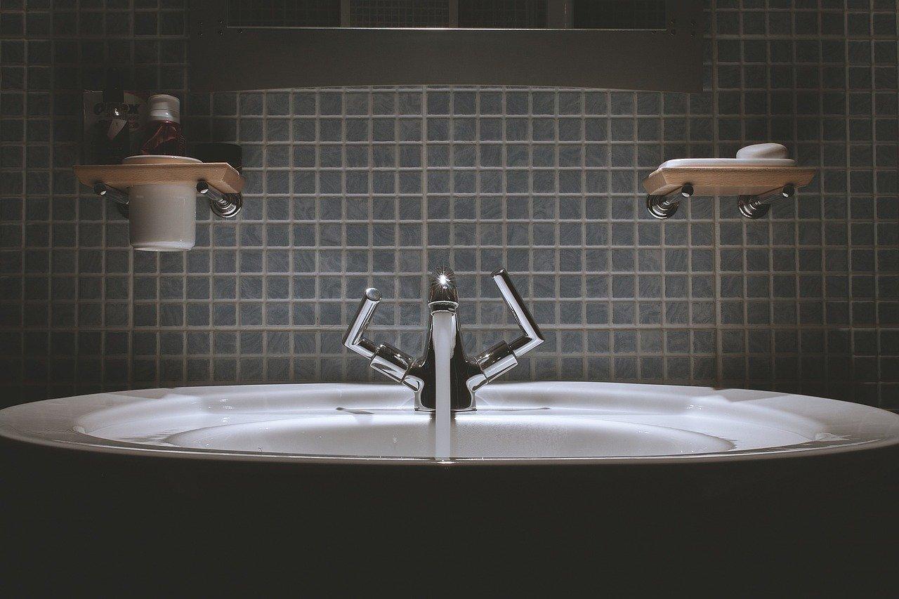 Dozownik  mydła - wyposażenie toalet publicznyh