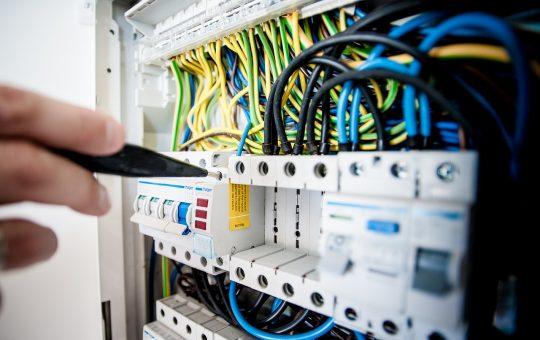 Instalacje elektryczne – co obecnie dostaniemy?